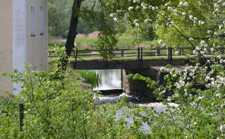 Vatten-under-bron