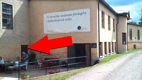 Ingång till lokalen är i anslutning till Lindbacka brukscafé